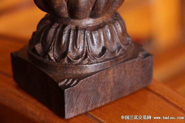 此款宝贝精选越南沉香原料,油性足,香味清新淡雅自然,天然纹理清晰漂亮,加上精湛的雕刻技术,造型完美,性价比高,作为办公桌摆件或者供奉,都是不错的选择,香味浓淡相映,妙趣横生,是送礼收藏佳品。 此木质是正宗天然沉香木,请大家放心购买。 请喜欢的朋友们仔细看图,非诚勿拍。谢谢!