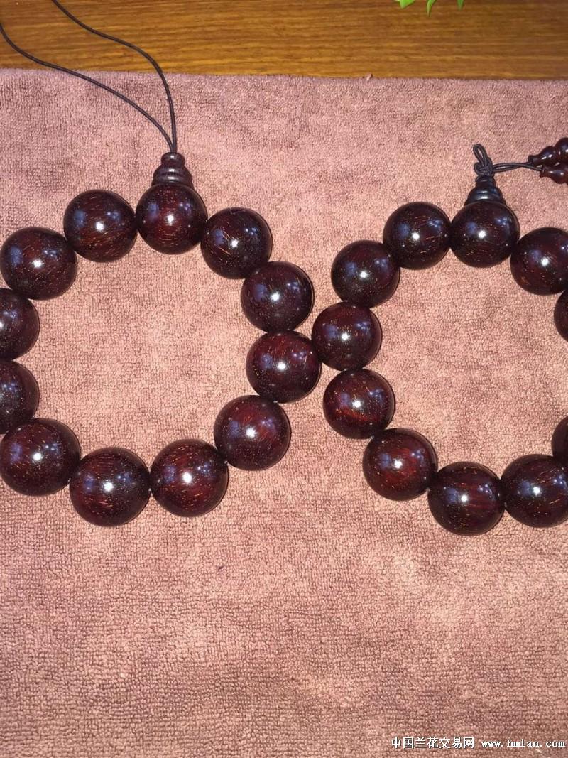 金丝楠手串和两个紫檀贵串,喜欢的可以欣赏一